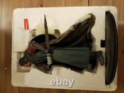 Boromir Lord of the Rings Weta Sideshow Statue Boxed