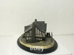 Weta The Lord of the Rings The Prancing Pony Diorama Figure Limited Edition MIB